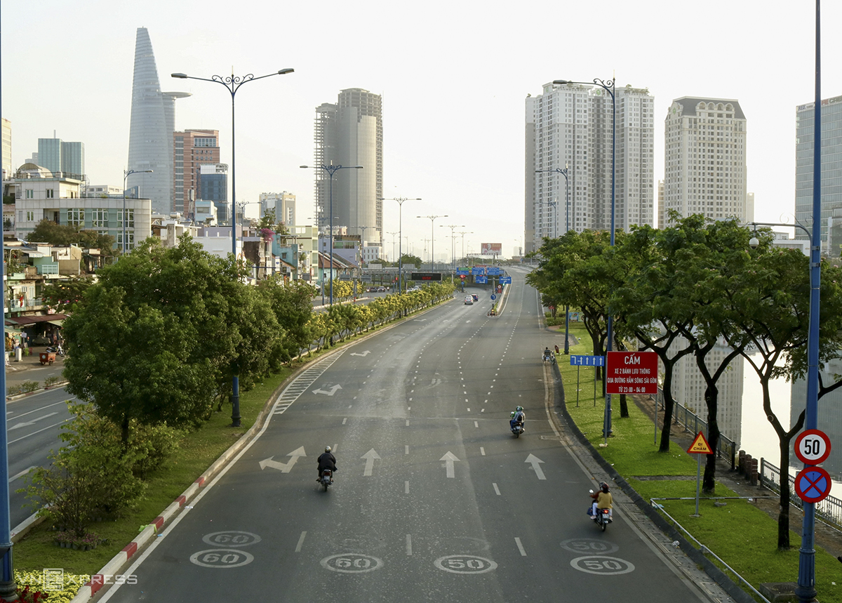 In Ho Chi Minh City, the Vo Van Kiet Boulevard looks vast and spacious without any traffic.