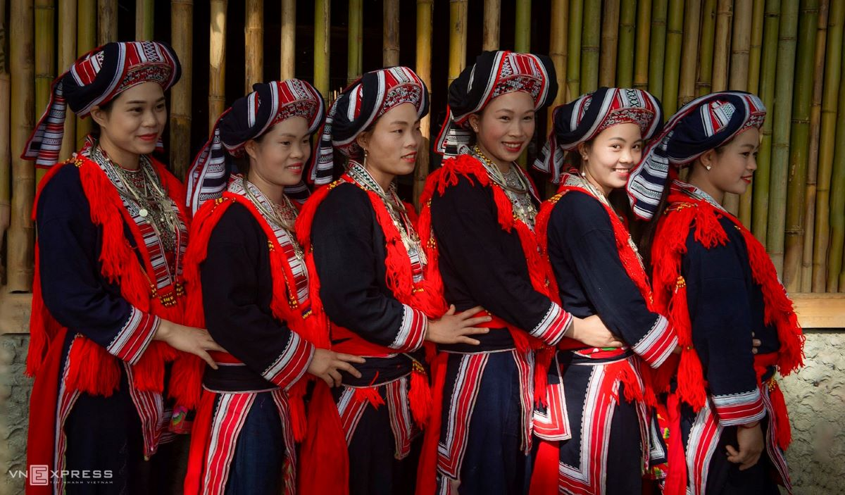 Traditional costumes reveal diversity among Dao ethnic groups - 12