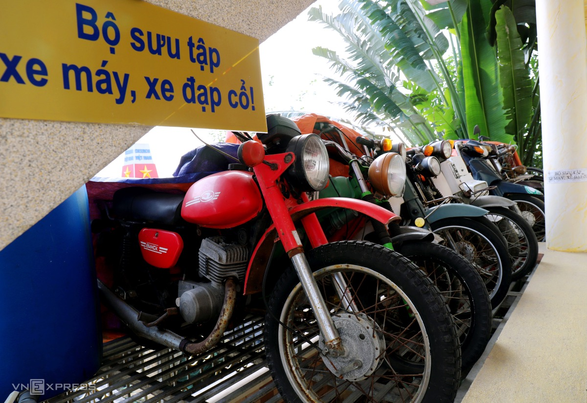 A collection of 20 old motorbikes and bikes is exhibited on the first floor. The vehicles cost from VND 30 - 100 million each. Documents and photos are also displayed on the first floor.