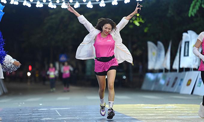 Second VnExpress Marathon Hanoi Midnight begins super early-bird ticket sales