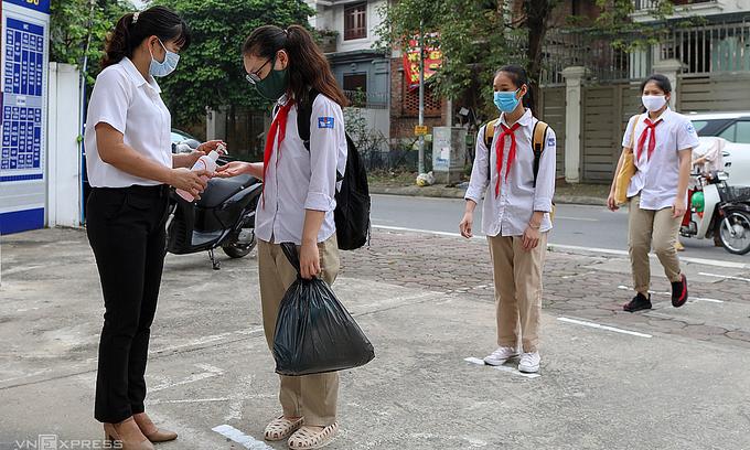 Online classes may resume in Hanoi after Tet break