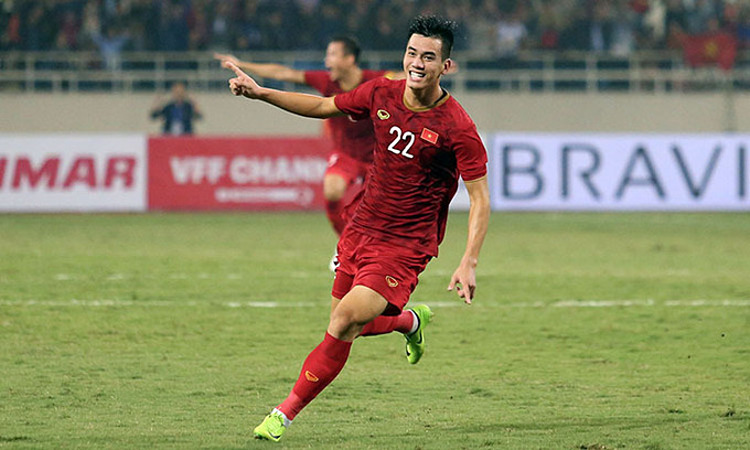 Nguyen Tien Linh celebrates after scoring in the World Cup Asian qualification game on November 14, 2019.