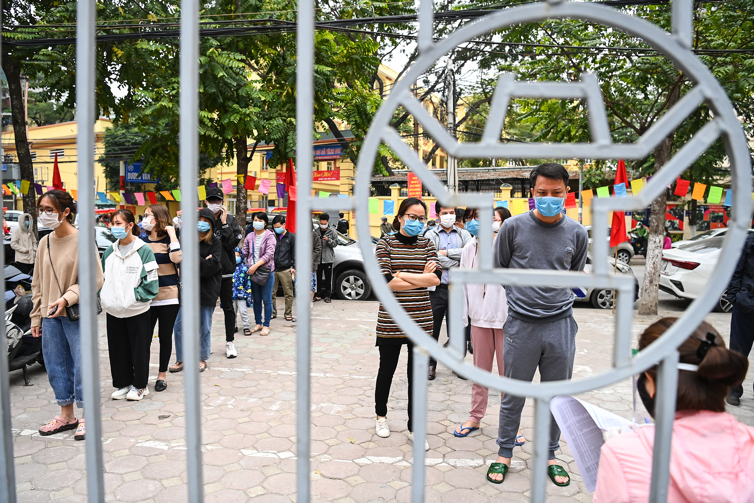Passengers entering HCMC, Hanoi from outbreak areas screened on arrival