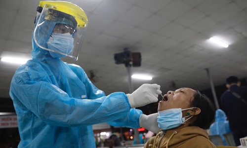 HCMC to retest all foreign expert arrivals for Covid-19