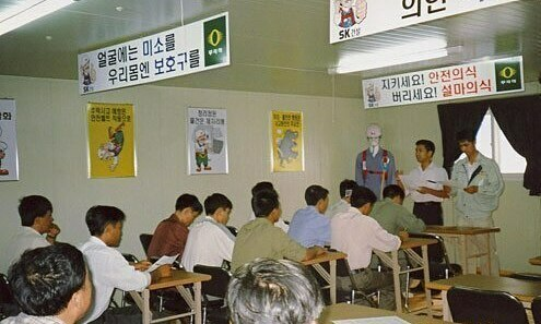 South Korea allows Vietnamese workers to overstay visa until 2022