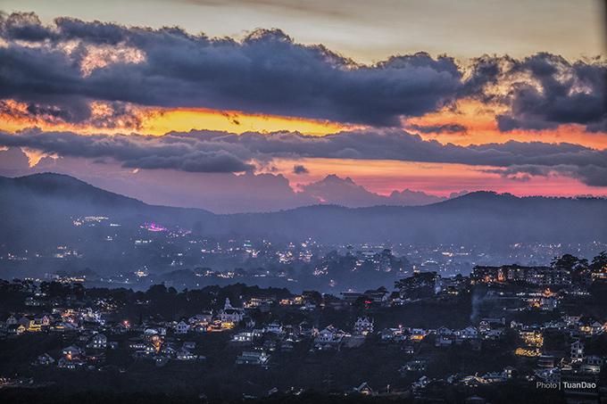 A breathtaking hillside glimpse of the town of eternal spring, Da Lat - 20