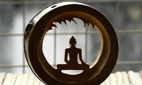 Saigonese turns bamboo culm into Buddhist art