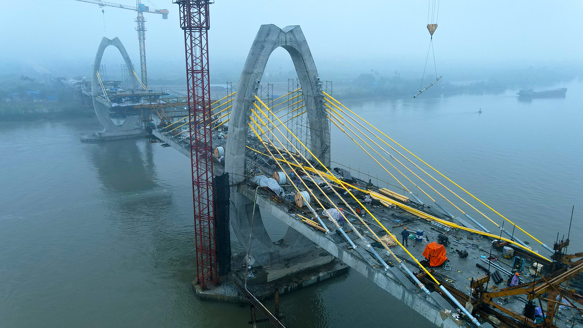 Quang Thanh Bridge, spanning through Luoc River, connect Hai Phongs An Lao District and Hai Duongs Thanh Ha District. With a total investment of VND399 billion ($17.33 million), the bridge will be in use at the end of 2021. Photo by VnExpress/Giang Chinh.