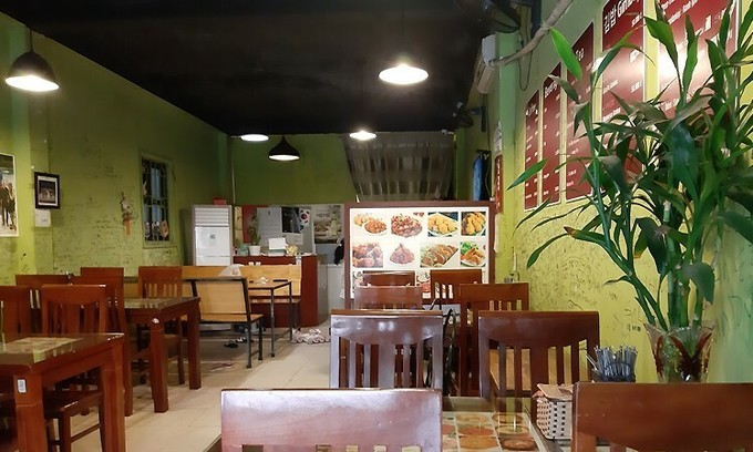 Hanoi reopens indoor dining with Covid-19 restrictions – VnExpress International