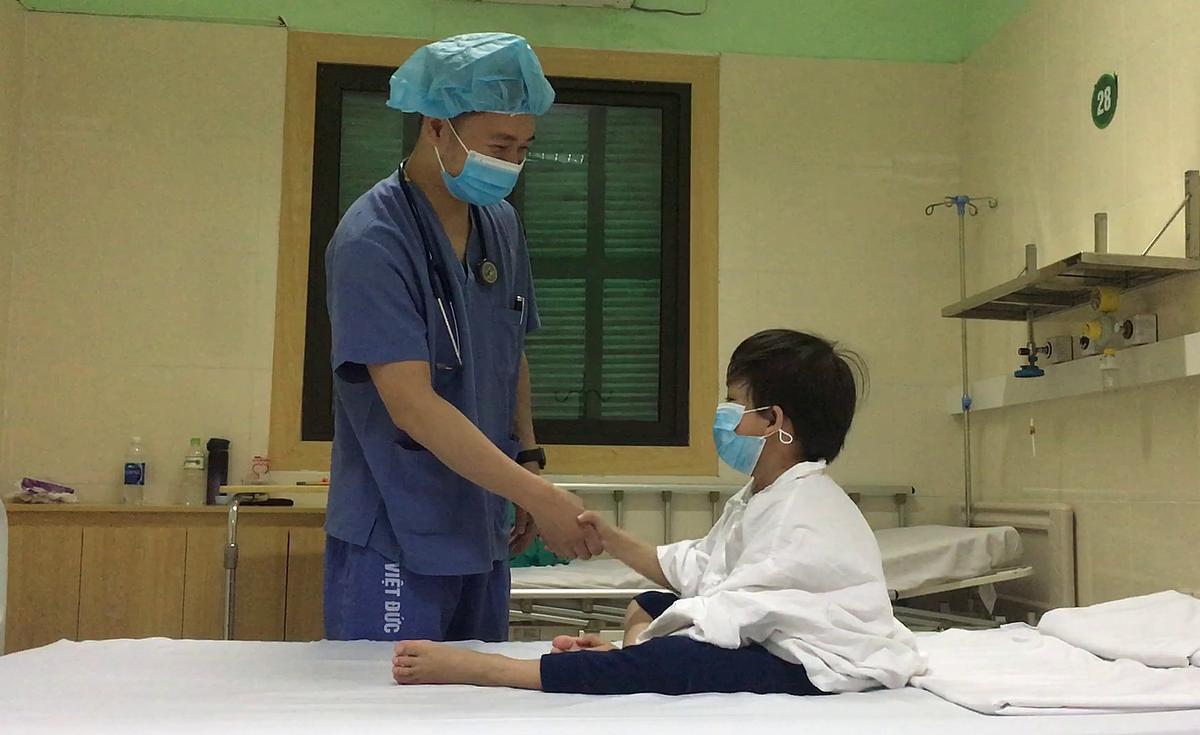 7-year-old boy, Vietnam's youngest heart transplant recipient, goes home – VnExpress International