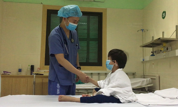 7-year-old boy, Vietnam's youngest heart transplant recipient, goes home