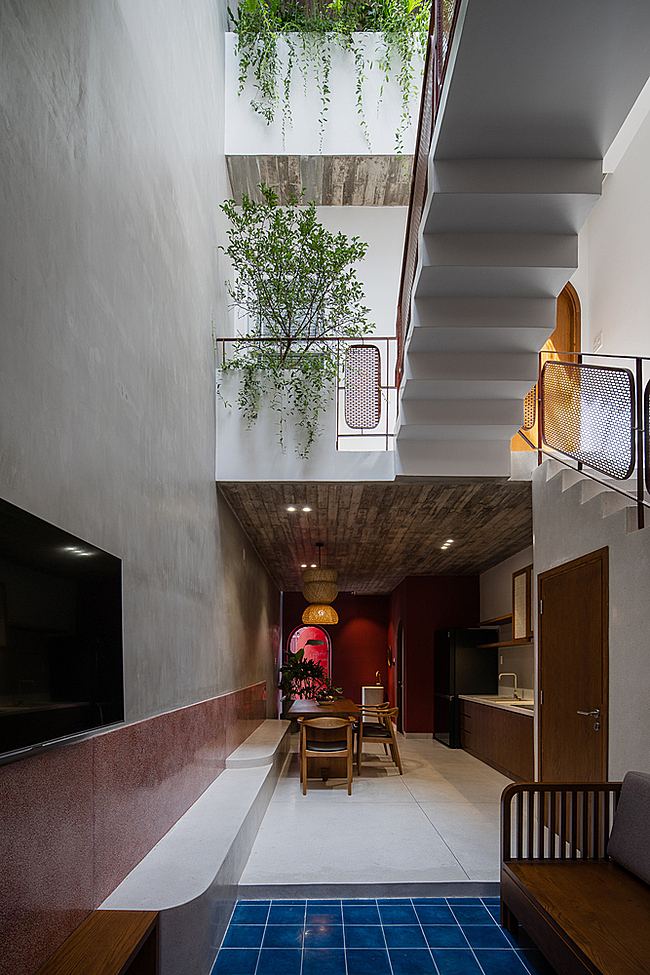 A skylight allows natural light to enter the house, nurturing plants. The first and second floors are designed in a miscellaneous structure to create more space and allow ventilation.