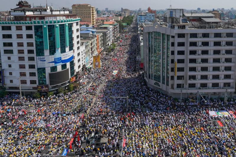 Protesters take part in a demonstration against the military coup in Mandalay, March 1 2021. Photo by AFP.