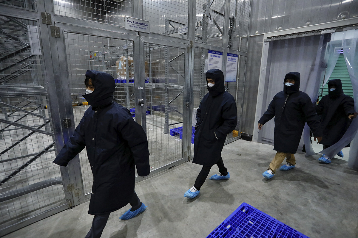 A group of staff walks into the freezer. Only those assigned by the firm could enter this area.  After the final one in the group has been in the store, the door is closed by another staff from outside.