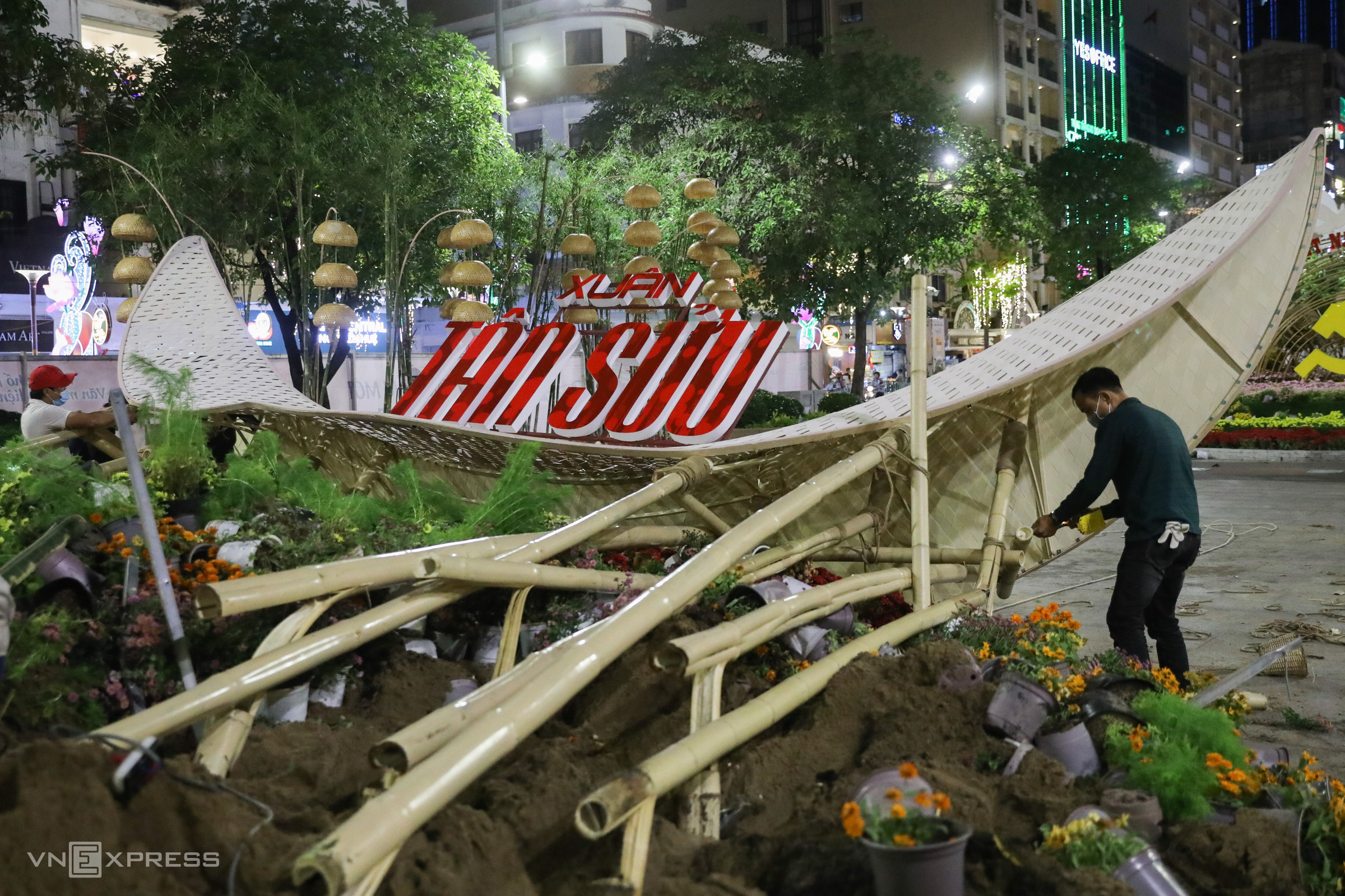 A welcome gate on Nguyen Hue flower street in District 1 is dismantled following a festive week. This year, the flower street, one of the biggest annual events in Vietnam's southern metropolis heralding Lunar New Year, or Tet, was extended for another day until Tuesday, the fifth day of the first lunar month instead of closure on Sunday.