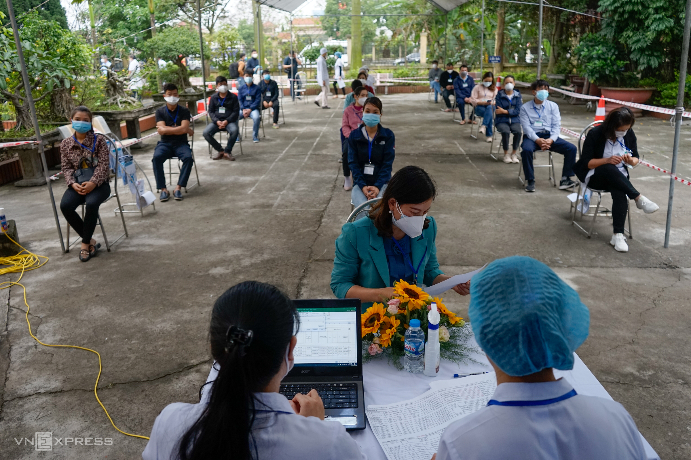 Vietnam embarks on historic vaccination campaign