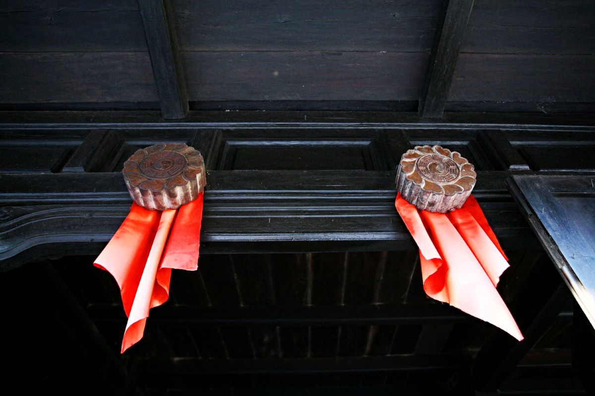 The two eyes at the front door, a cultural heritage from Chinese people, is both a decoration and a spiritual token guarding the house.
