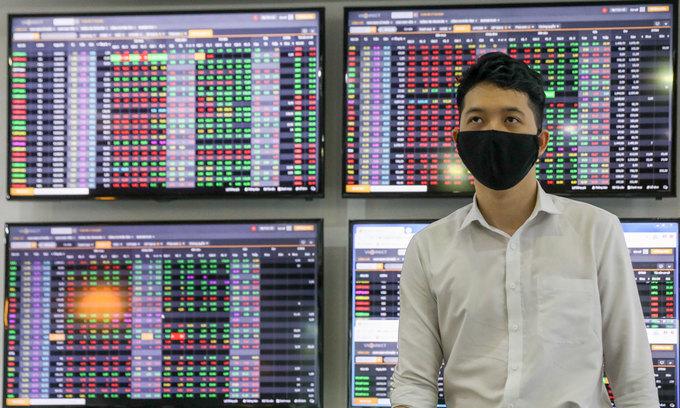 VN-Index dips to three-week low