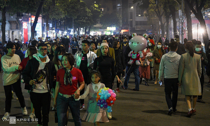 Hanoi reopens historical sites, walking streets