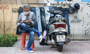 Saigonese spends 30 years ripping jeans