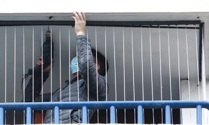Balcony safety net installations surge after Hanoi baby falls from 12th floor