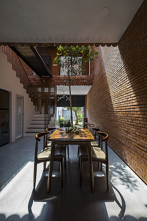 The house was built mainly by red common bricks and old fish scale tiles, which are close to nature, bring a distinctive feel and suitable with the rusty spirit of the building.