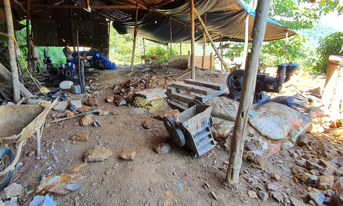 Military to blast close 29 illegal gold mines in Da Nang