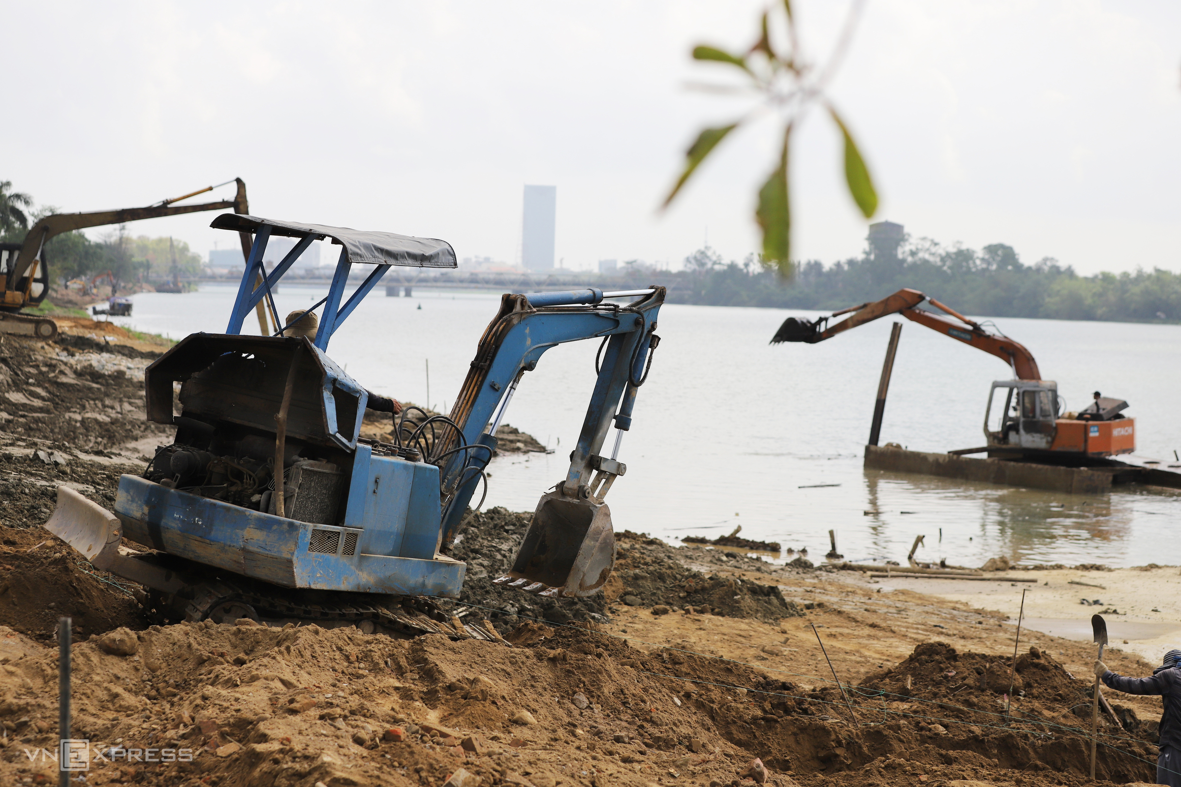 Pedestrian path makes progress along iconic Hue river
