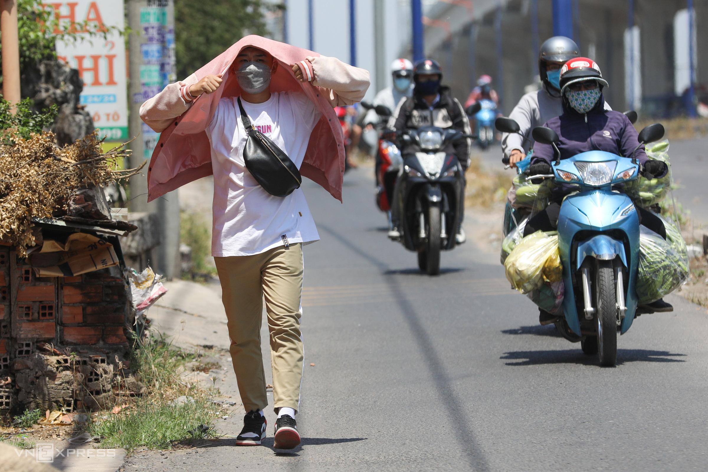 Ploys deployed as Saigonese tackle scorching weather