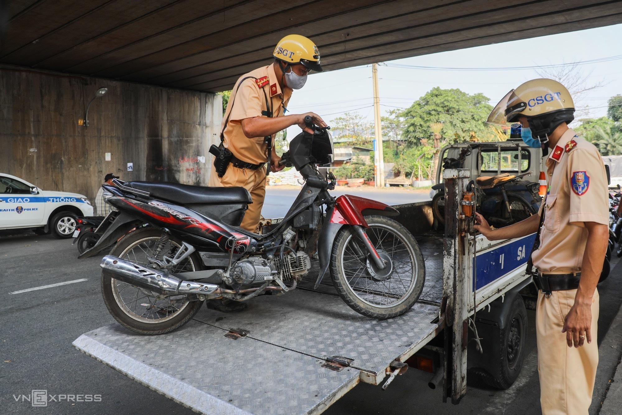 HCMC cracks down on old bikes, makeshift vehicles