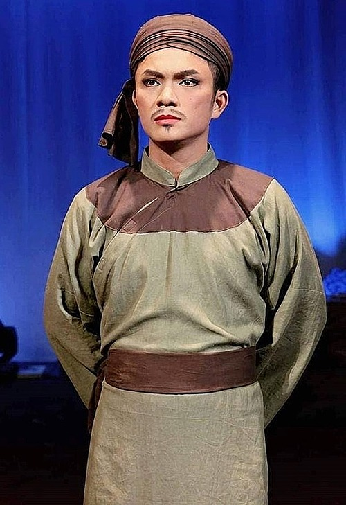 Nhat Linh, an opera performer, embodies the role of a general lieutenant during a show in 2019. Photo courtesy of Linh.