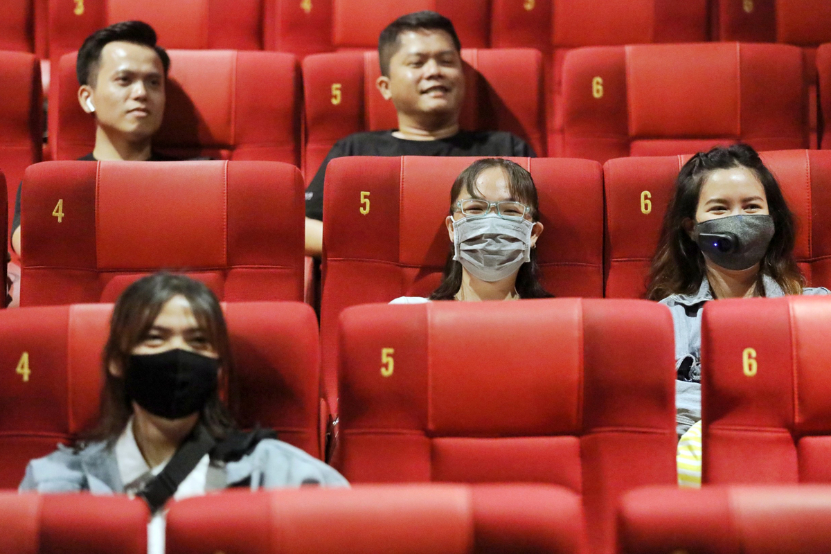 Moviegoers at a cinema on Saigons Nguyen Du Street, May, 2020. Photo by VnExpress/Quynh Tran.
