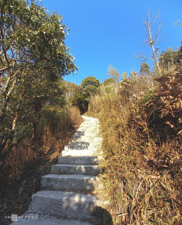Cloud hunting on Ha Giang's second highest peak