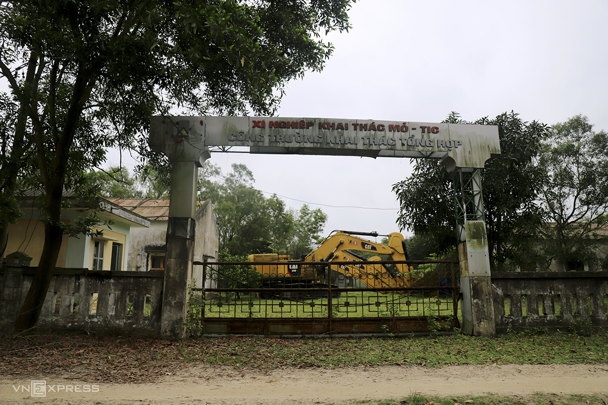 The main entrance to the mining factory remains closed and turns rusted as seen in mid-March 2021. Excavators that had once been used to serve the iron exploitation now stand still in the factory's front yard.