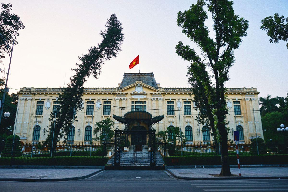 Eight landmark French-era buildings in downtown Hanoi - 8