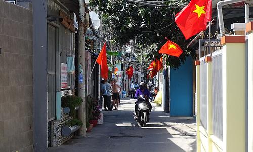 Saigon residents contribute land to expand alleys
