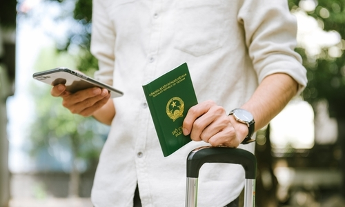 24,370 people give up Vietnamese citizenship