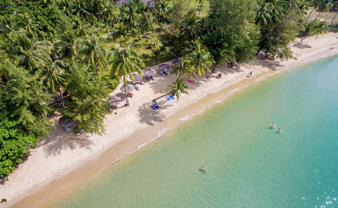[Ong Lang Beach is seen from above. Photo by Shutterstock/Dany Tran.