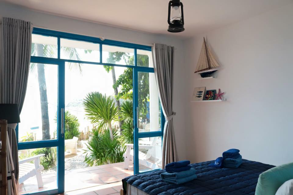 Visitor can enjoy ocean view right in front of the room, even from bed. Photo: Lifes A Beach
