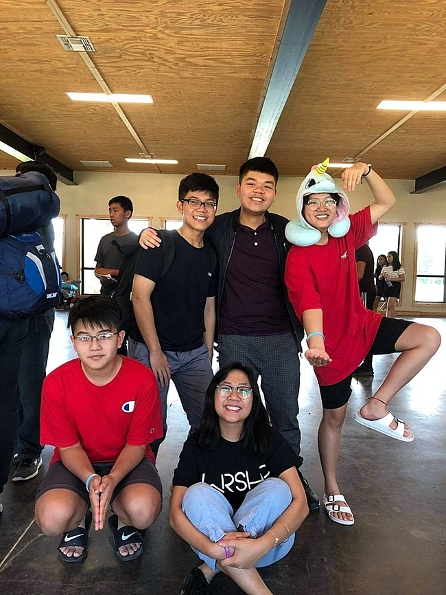Tien (standing in the middle) and his friends in the U.S.