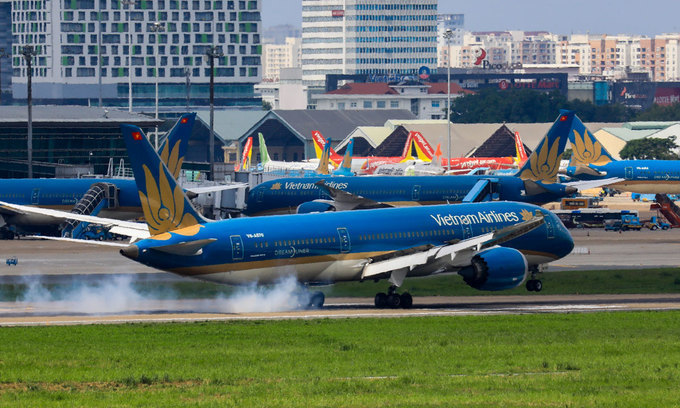 Vietnam Airlines resumes international commercial flights