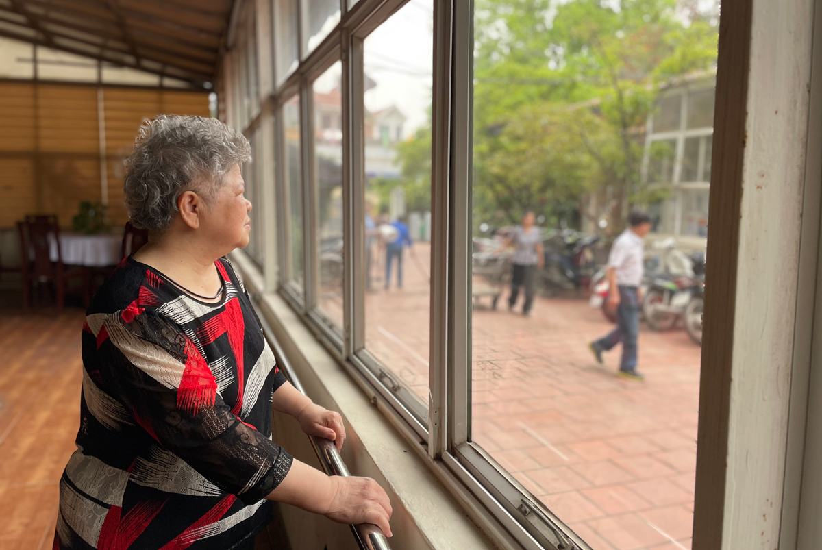 Nguyen Thi Lieu rejected going abroad with her daughter and has lived in a nursing home in Hanoi for six years. Photo by VnExpress/Phan Duong.