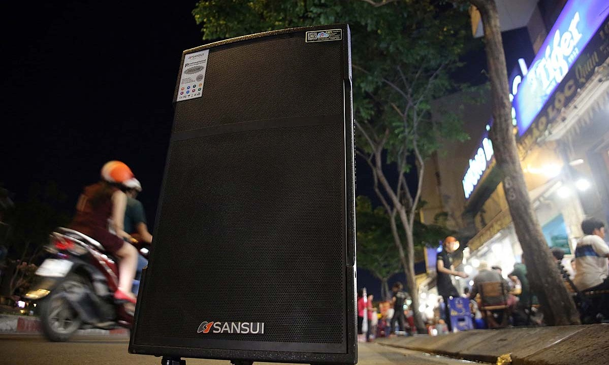 A street karaoke loudspeaker on Saigon's Pham Van Dong Street. Photo by VnExpress/Ngoc Bich.