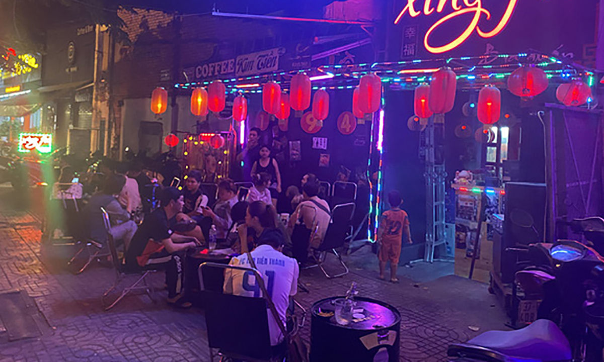 Front view of a restaurant on HCMCs Pham Van Dong Street which was fined for producing excessive noise, March 7, 2021. Photo courtesy of the Binh Thanh District Peoples Committee.