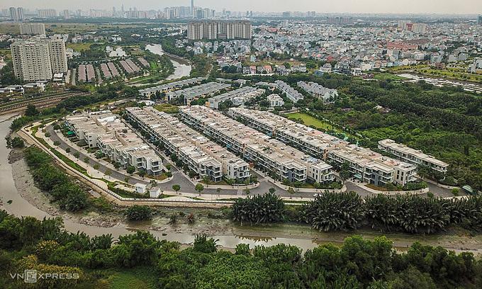 People enter realty business en masse as property market bubbles along
