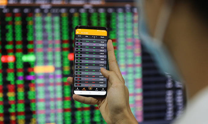 VN-Index rebounds as blue chips flourish