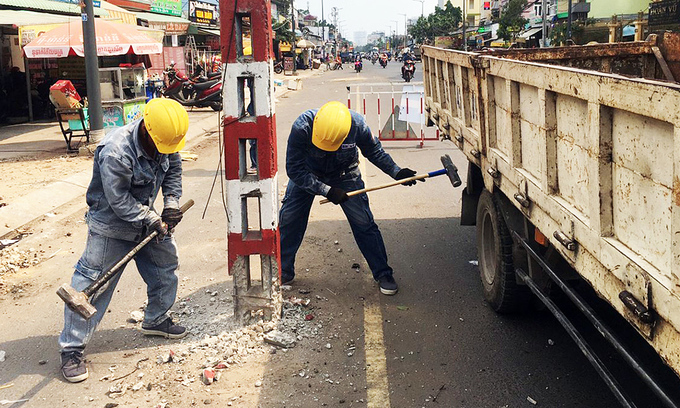 HCMC uproots 80 mid-street power poles to ease traffic flow