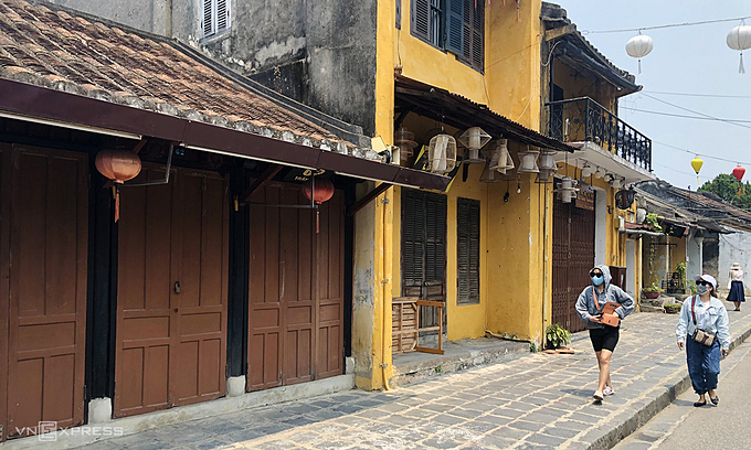 Hoi An Town downcast and despondent without foreign visitors