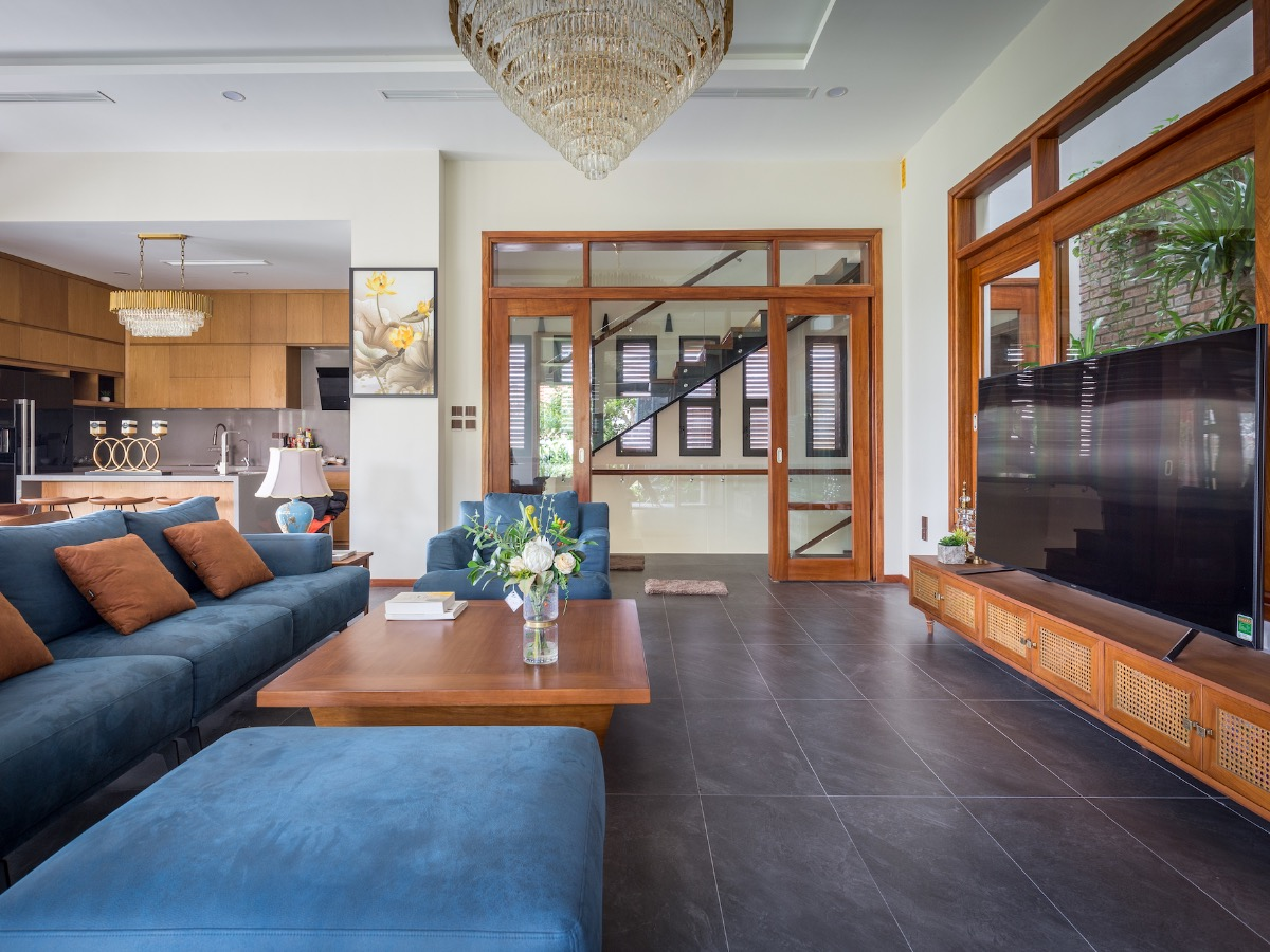 The living space has a totally different style with a modern touch.