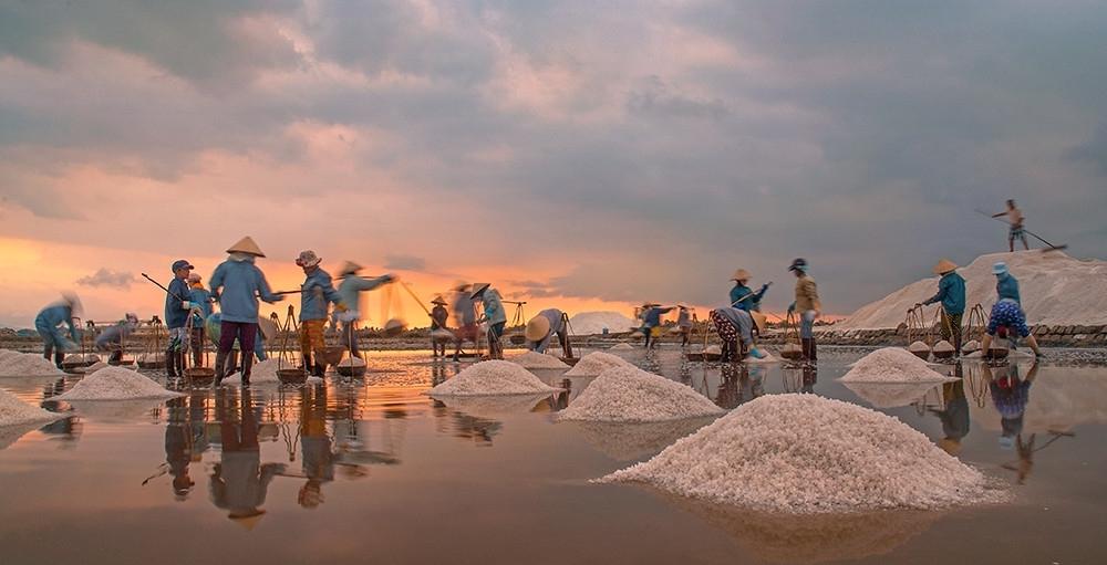 Salt harvest a labor of love in Nha Trang